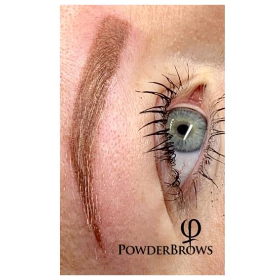 Nachher-Foto einer Phi PowderBrows-Behandlung von Margret Beckedorf
